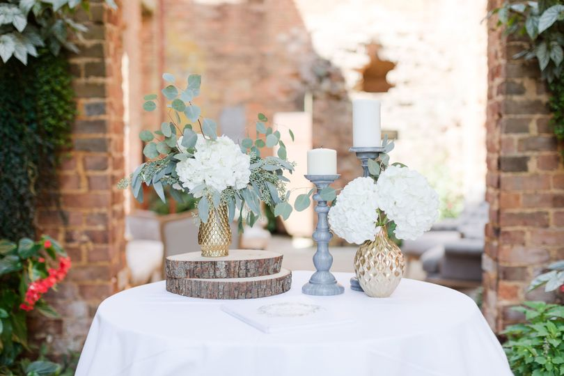 Table setting pieces