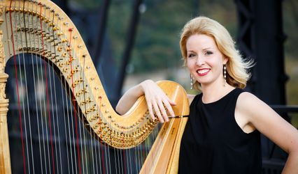 Sound of Elegance Harpist