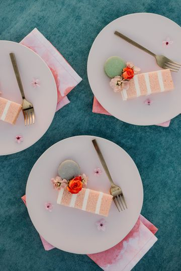 Pink plates with Pink Cake! Baker: Saltadena, Photo Credit: Carley Jane Photography