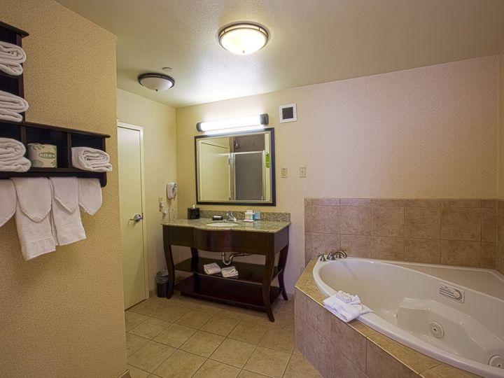 Tmx 1456878538829 Bathroom1hdr2 Elk Grove wedding travel
