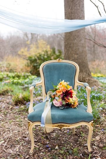 Throne with bouquet