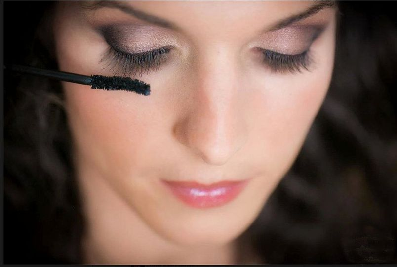 Long lashes and smokey eyes with pink lip