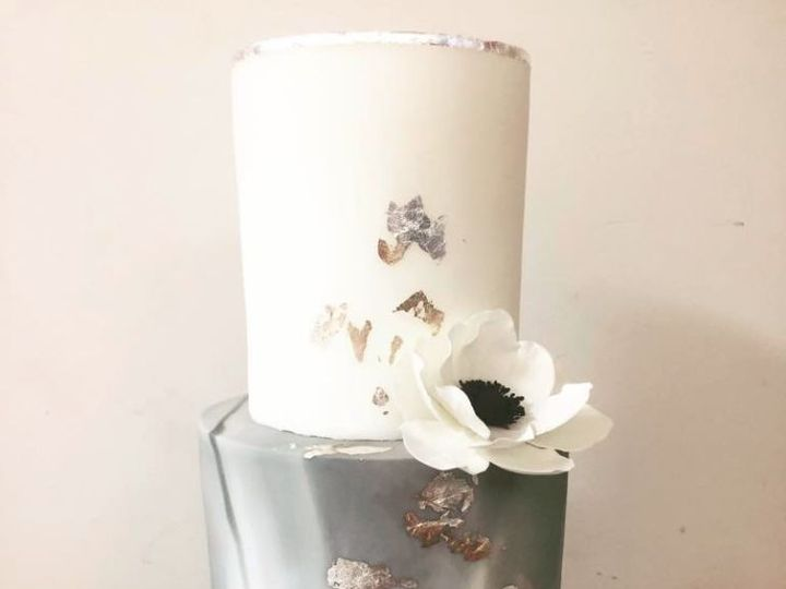 Tmx 1507591414 008fb917b93504ca 2017 10 09 1622 San Diego, CA wedding cake