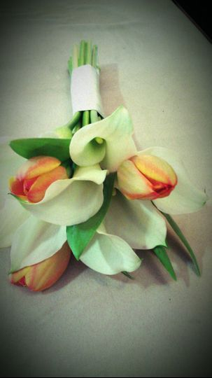 Tulip and white flower bouquet