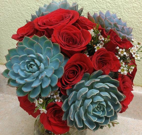 Succulents and red roses flower arrangement