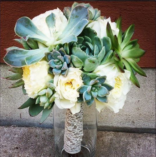 Succulent and roses bouquet