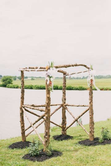 Delicate wedding arch for an elegant outdoor ceremony