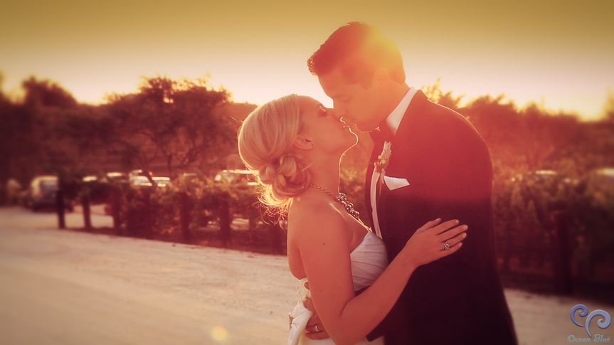 800x800 1418411400581 hollisterweddingsunsetkiss