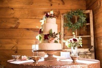 Classic floral cake design