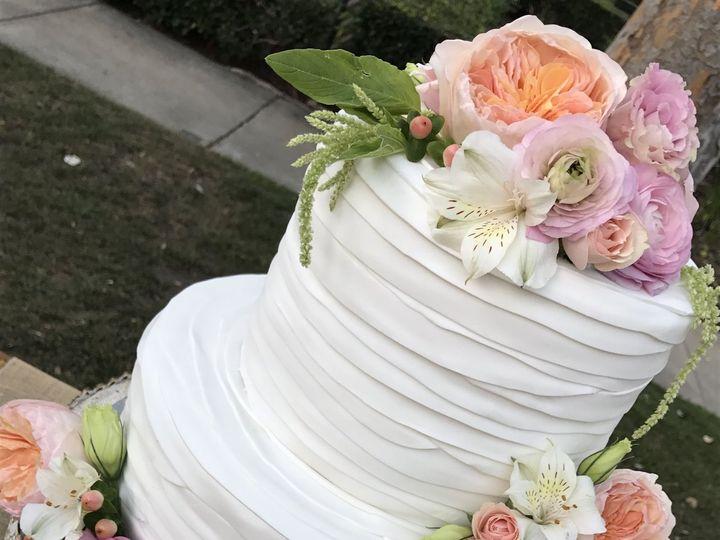 Tmx 1539021379 3e61e53a73a513ea 1539021376 06a0203fc0d1e29b 1539021377082 18 Cakes 001 Winston Salem, North Carolina wedding cake