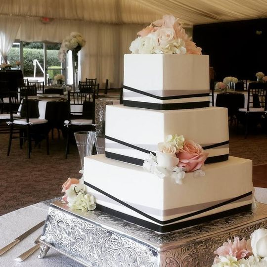 3 layered square wedding cake