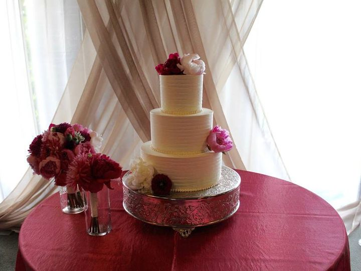 Tmx 13718673 10100123192907738 1139923538433846727 N1 51 38581 Portland, OR wedding cake