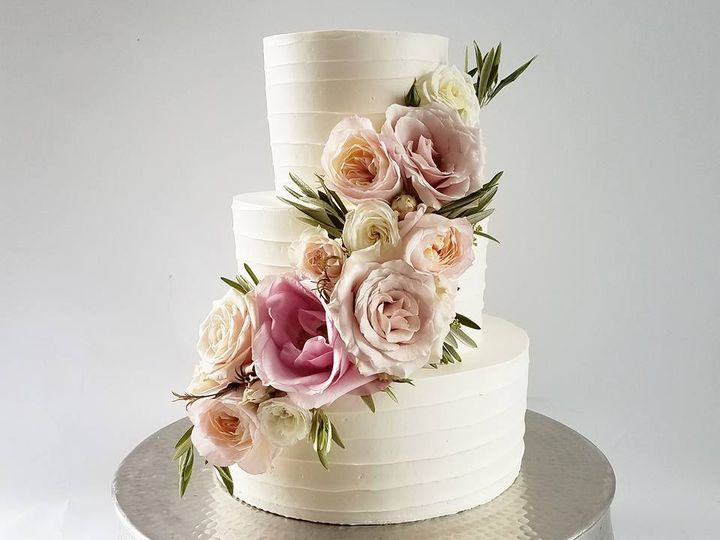 Tmx 18157575 10100246405553608 6634064317789611883 N 51 38581 Portland, OR wedding cake