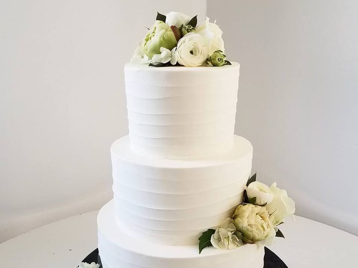 Tmx 18839308 10100261547239548 5683676159771106833 N 51 38581 Portland, OR wedding cake
