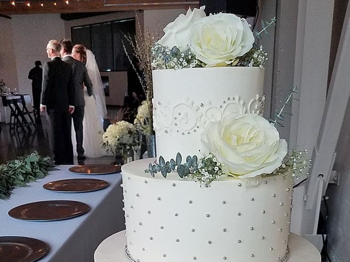 Tmx 28378911 10100392988405398 5152351742257880655 N 51 38581 Portland, OR wedding cake
