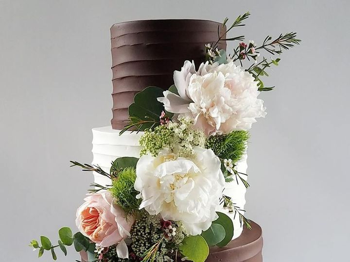 Tmx 33964173 10100432019816138 8165627866520748032 N 51 38581 Portland, OR wedding cake