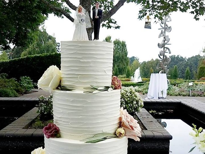 Tmx 40257625 10100471852236648 930397161646981120 N 51 38581 Portland, OR wedding cake