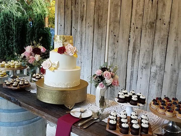 Tmx 40969537 10100474541557228 7811978777604390912 N 51 38581 Portland, OR wedding cake
