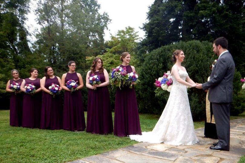 Asheleigh and Tom Folsom at the altar with Bridesmaids