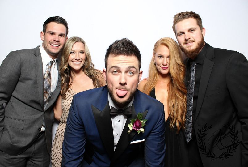 This Chicago Cubs' player, Kris Bryant's wedding. He and his bride chose to have a simple layout...