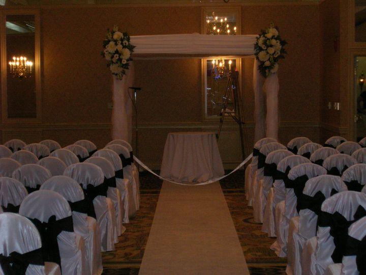 Tmx 1518032302 24e79f7196070047 1518032277 Dad0b99846f6a6de 1518032276063 8 Studio Ceremony Fl Natick, Massachusetts wedding florist