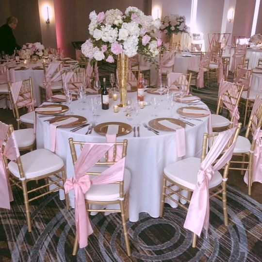 Chairs/Linens/chargers