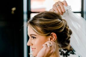 Hair and Makeup By Lauri