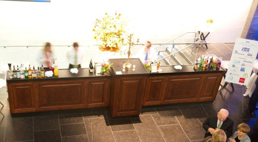 bar white lounge mahogany bar2 20208 51 487781 160276980514819