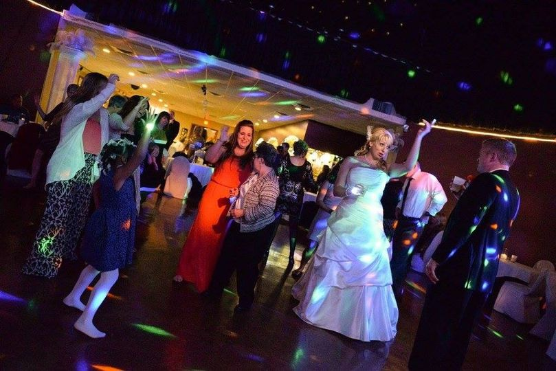 More dancing in the Main Room