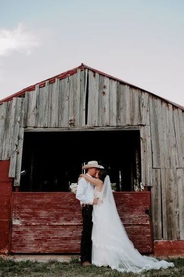 Capturing an intimate moment in front of the traditional barn
