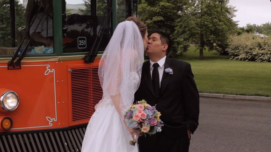 weddingaetrolleykiss