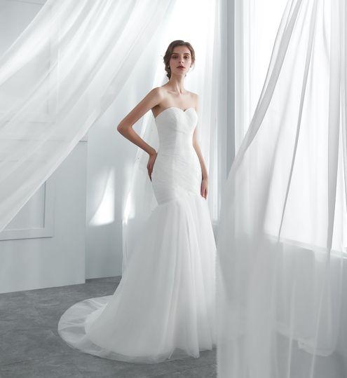 Elegant mermaid tulle wedding dress