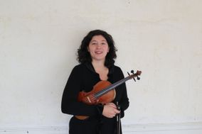 Amelia Muccia, Violinist