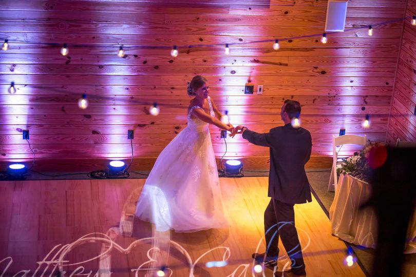 Dancing couple | MKM Photography