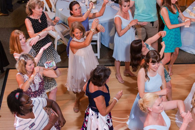 Dancing guests | MKM Photography