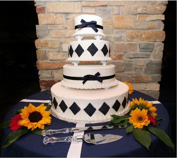 Tmx 1263594976763 Blackdiamondandbowcake Elk River, Minnesota wedding cake