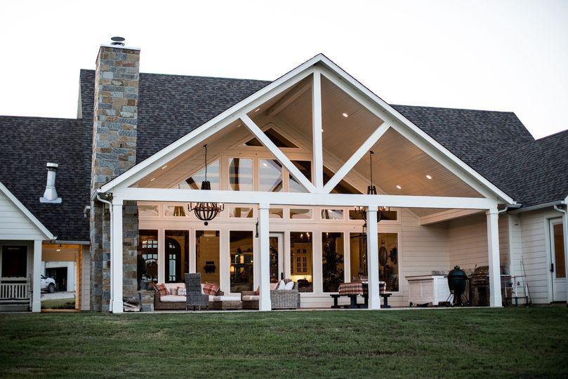 Semi-covered veranda