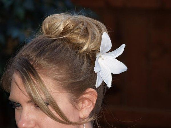 Lily Hairpin - The beautiful Lily hairpin is a large white flower with Swarovski pearls in the...