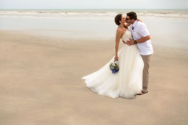 Kiss at the beach
