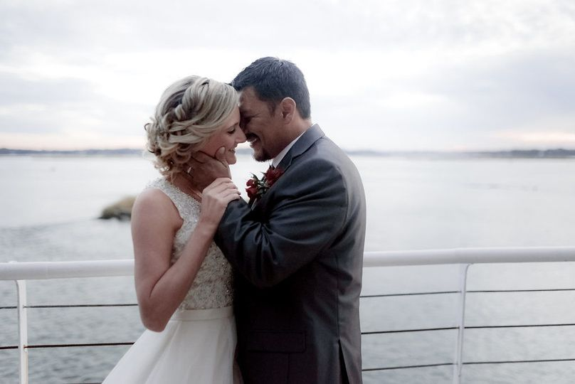 800x800 1524517880 1626c89df61c1a83 1524517879 f12f3cd58f193c4a 1524517879229 1 waterfront wedding