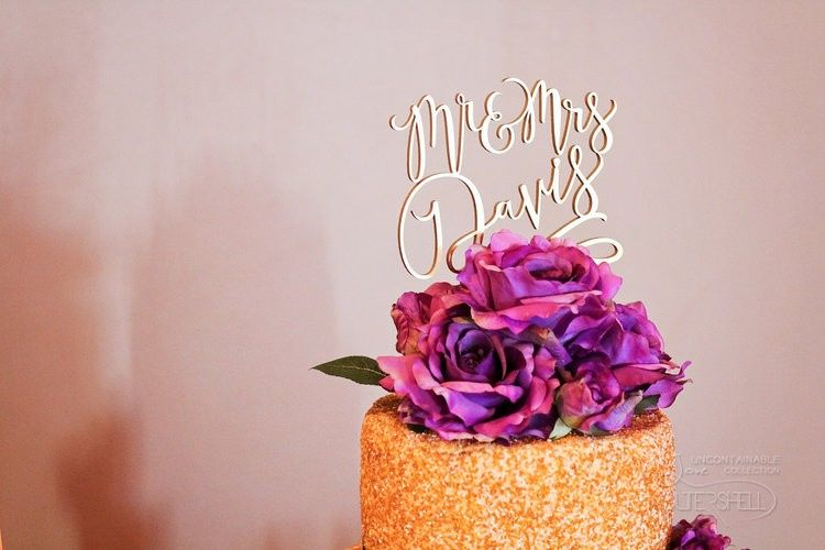 Elegant cake topper with flowers