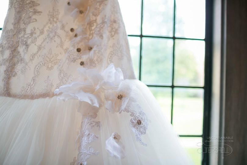 The details from the dress