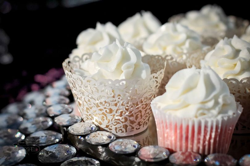 Cupcakes with lacy wrappers