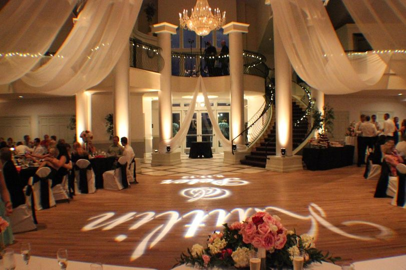 Beautiful, ELEGANT, STRESS-FREE & amazingly fun weddings and receptions!