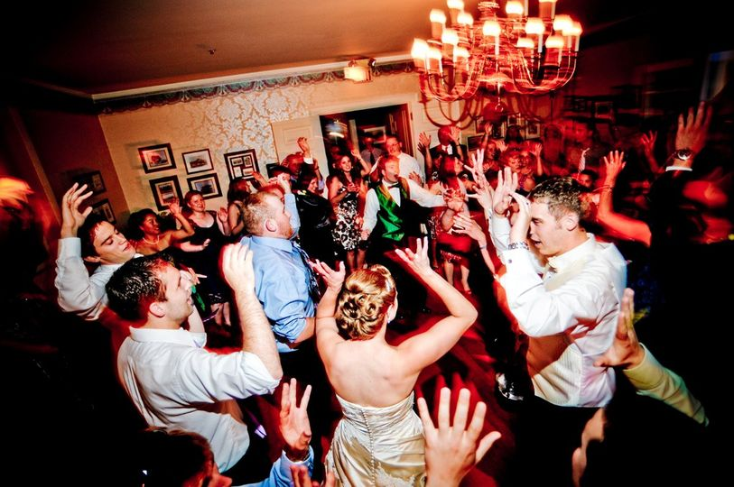 Creating CLASSY & UNIQUE weddings and receptions with a seamless, smooth flow for MAXIMUM FUN!
