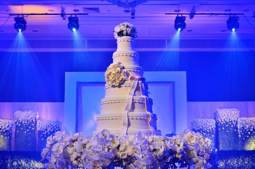Cake spot with blue elegance