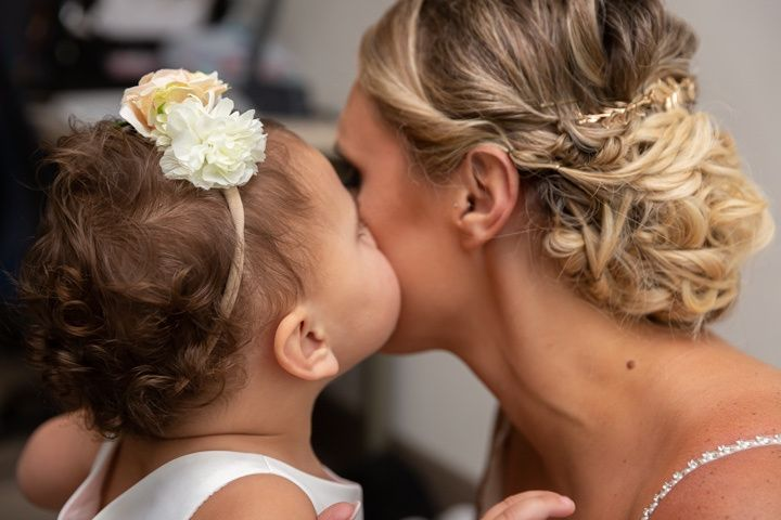 A kiss from the flower girl