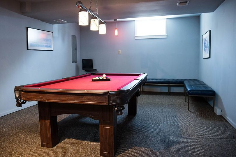 Groom's suite with pool table