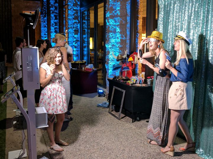 flashbulb memories photo booth fun wedding rental 8 51 923291