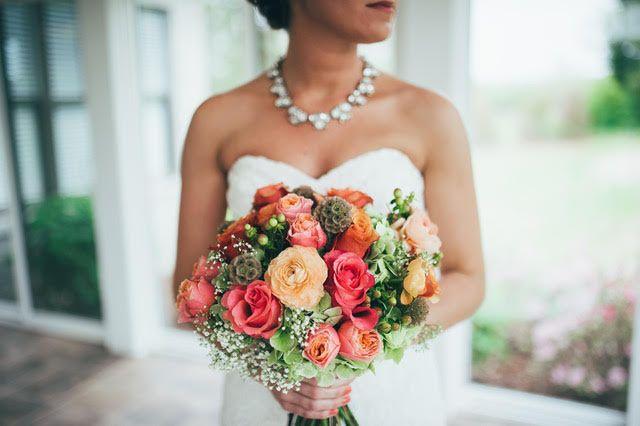 lauren with bouquet 51 2014291 161315351154021